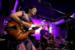 Chilská zpěvačka a kytaristka Camila Meza se v Jazz Docku představila v rámci Amerického jara