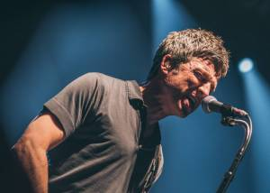 Noel Gallagher zaplnil Velký sál Lucerny a dal vzpomenout na Oasis