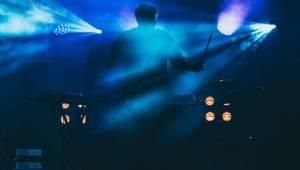 Britský DJ Bonobo se mohl v Praze kochat pohledem na vyprodané Forum Karlín