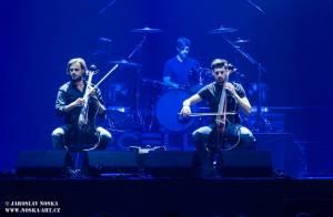 2Cellos přehráli v O2 areně filmové hity v doprovodu orchestru