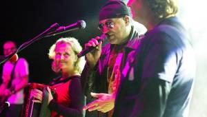 Tři sestry představili v Petrovicích nové písně. Zahráli i Visací zámek nebo Doctor P.P.
