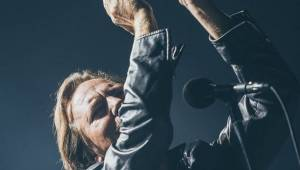 Pearl Jam zasypali O2 arenu nekompromisní smrští grungeových hitů