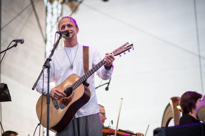 Tomáš Klus s Janáčkovou filharmonií Ostrava byli hlavním tahákem druhého dne festivalu Štěrkovna Open Music