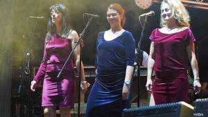 Karel Gott rozezpíval Sázavafest, Monkey Business předvedli nové kostýmy