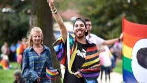 Pilsen Pride podruhé: Duhový průvod prošel Plzní, narušili ho demonstranti