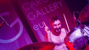 Mucha na vlně femipunku roztancovala celou loď Cargo Gallery