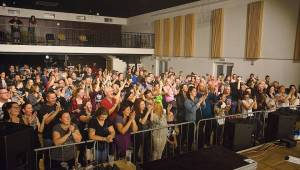 Desmod se během českého turné zastavili v Plzni. V KD Šeříková poletovaly Molekuly zvuku