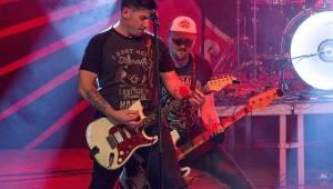 Jaksi Taksi a zakázanÝovoce přivedli plzeňské fanoušky do varu smrští pop-punku a rocku