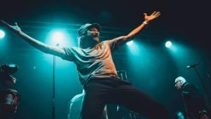 J.A.R. v Ostravě funkovou smrští roztančili vyprodaný klub Brick House