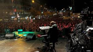 Oslavy výročí Sametové revoluce v Praze: Na Václaváku zpívali Barbora Poláková, Jakub Ondra nebo Republic Of Two