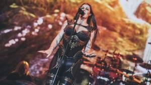 Nightwish naplnili O2 arenu, ohnivé show vévodila princezna bojovnice Floor Jansen