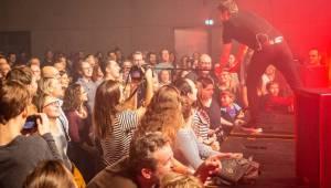 Tata Bojs pokračují v oslavách třicetin: Koncertem v galerii DOX představili svou výstavu