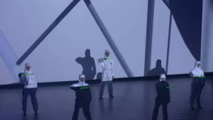 Tata Bojs v doprovodu Dekkadancers odehráli po patnácti letech celé Nanoalbum. Navrch pokřtili vinyl