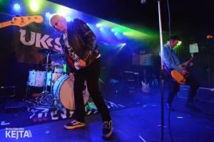 Punková legenda UK Subs to rozjela v pražském Rock Café, předskakovali The Fialky
