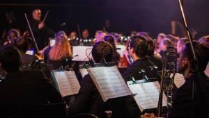 Metallica Tribute Show ve Foru Karlín spojila metal se symfonickým orchestrem
