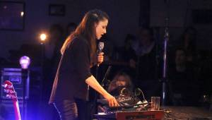 Sólová Lenka Dusilová čarovala ve veselském Kafé v kině
