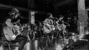 Imodium se loučili v Plzni, atmosféru koncertu dokreslovaly projíždějící vlaky