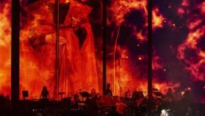 Hans Zimmer ukázal v O2 areně svůj svět. Zahrnoval Piráty z Karibiku, Temného rytíře a další slavné filmové melodie