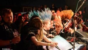Punkový Číro Fest: Přehlídka barevných vlasů pokračovala i druhý den. Hráli Plexis nebo S-T-K