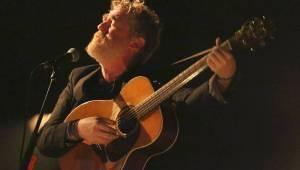 Brněnskému Sonu popřál k narozeninám Glen Hansard, přivezl tříhodinový koncert
