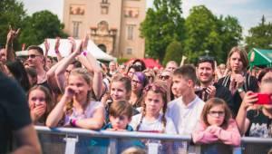 Festival Mezi ploty opět přilákal tisícovky návštěvníků, hráli Xindl X, Wohnout, Vypsaná fixa nebo Divokej Bill