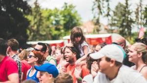 Hvězdami druhého dne festivalu Mezi ploty byli v Bohnicích Barbora Poláková, Mňága a Žďorp nebo Rybičky 48