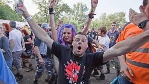 Tři sestry slavili 34 let. Punkovou jízdu na Braníku s nimi rozjeli Plexis, SPS nebo Cock Sparrer