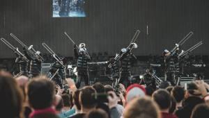 Muse předvedli v pražských Letňanech osmdesátkový futurismus