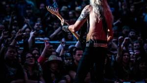 První den vyprodaného Metalfestu. Vystoupily kapely Hammerfall, Powerwolf, Amorphis, Axxis i česká ikona Törr