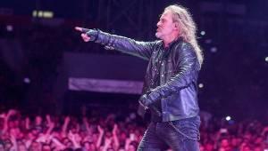 Kabát oslavil třicetiny na fotbalovém stadionu v Brně, tisíce fanoušků zpívaly rockové hity