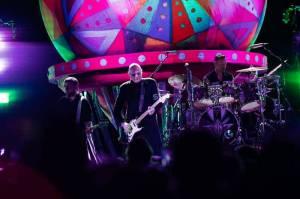 Smashing Pumpkins zahráli ve vyprodaném Foru Karlín spoustu nestárnoucích hitů