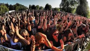 Tisíce lidí vzpomínaly na Vláďu Šafránka. Ve Žlutých lázních je hostili Harlej a Walda Gang, přišli i Alkehol nebo Rybičky 48
