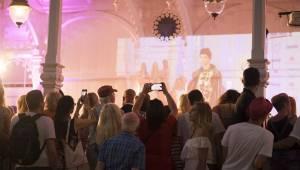 Druhý den MFF Karlovy Vary: Soutěžní filmy, večírky, živé město a otevření klubu Kaiser 54