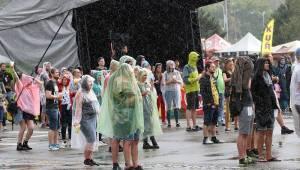 Brněnský Létofest odstartoval za deště oslavenec Xindl X, pokračovali Pražský výběr nebo Mig 21