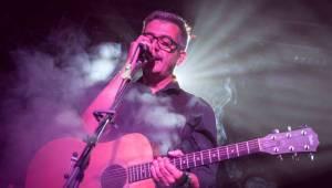 Námořník Adrian T. Bell zpíval na lodi. Na Cargo Gallery zahrál s kapelou The Sleeper Agents