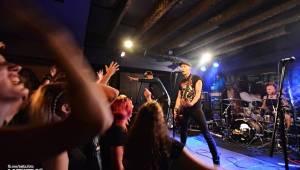 Pogo, punk a rock'n'roll: The Fialky a N.V.Ú. ve Vagonu