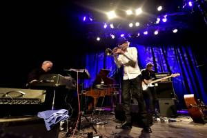 Jazzový trumpetista Erik Truffaz a rapper Nya strhli publikum v pražské Akropoli