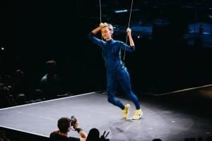 Dojatá Barbora Poláková si splnila sen: Ve Foru Karlín se prolétla nad hlavami diváku