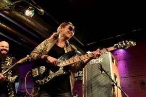 Parádní funky večer v klubu Jazz Dock v podání baskytaristky Prince Idy Nielsen & The Funkbots