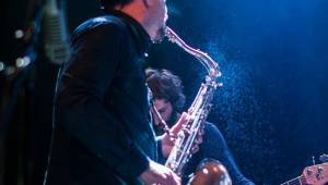 Michal Ambrož & Hudba Praha rozezpívali Akropoli. Přišel i David Koller, nechyběly vzpomínky na Havla