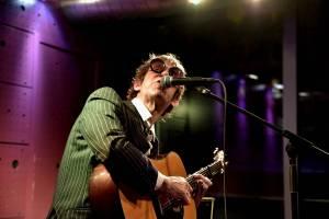 Virtuóz Justin Lavash rozdával radost v pražském Jazz Docku