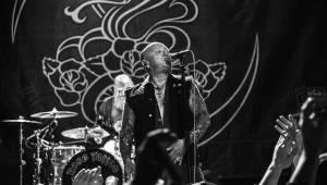 Australští Rose Tattoo předvedli stoprocentní rock'n'roll. Přivezli i krásné a hlasité Švédky