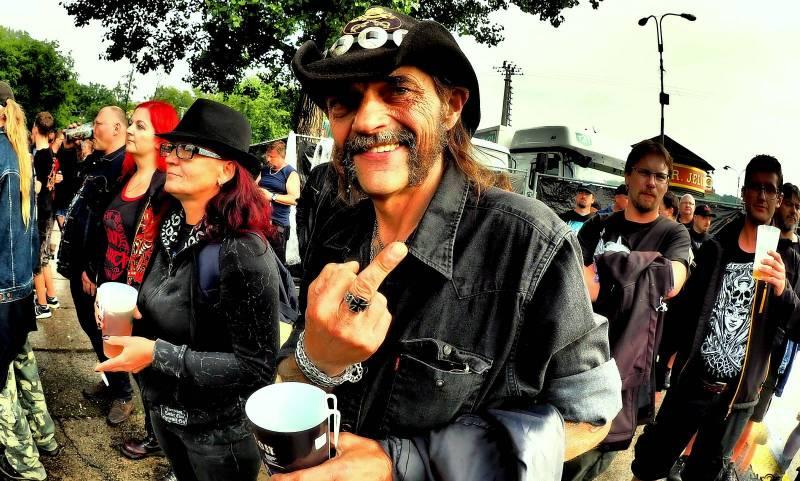 Když se ještě mohlo ven   Radim Hromádko vzpomíná na Kiss nebo českého Lemmyho