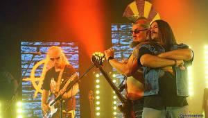Visací zámek streamoval koncert k novému albu. Kromě E!E skupinu podpořili i Ozzák nebo Fantomas