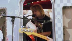 Zastávka Rock For People v Pardubicích. Vypsaná fiXa zahrála z karavanu