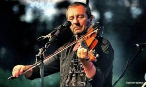 Čechomor zahrál v akustické sestavě. V Olomouci kapelu neumlčel ani výpadek proudu