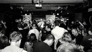 Klub Vagon zažil velkou punkovou jízdu. Totální nasazení to rozjelo s fanoušky