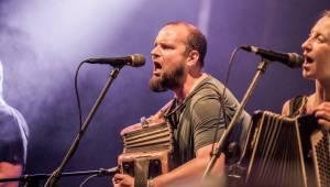 Živá hudba v útulném lese. Studnice Fest otevřeli N.O.H.A., The Atavists, Vypsaná Fixa a další