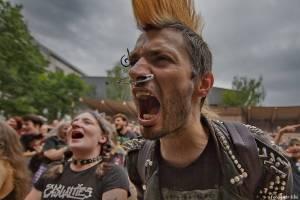 E!E, The Fialky a Totální nasazení v letním kině. V Českých Budějovicích hrál punk!