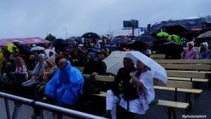 Vivaldianno nezastavil ani prudký déšť, diváci pod deštníky tleskali a křičeli bravo!